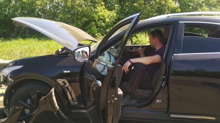 В Челябинске полицейский на Infiniti врезался в ВАЗ, есть пострадавший
