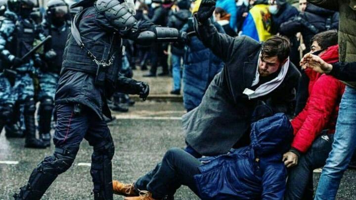 Красноярский политактивист стал первым в России подозреваемым по «Дорожному делу» после митингов