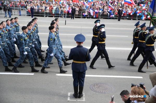9 мая росгвардейцы приняли участие в торжественном шествии на площади Советов