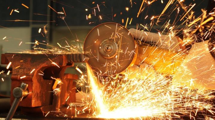 Новосибирский завод вернул на работу сотрудников после сокращения