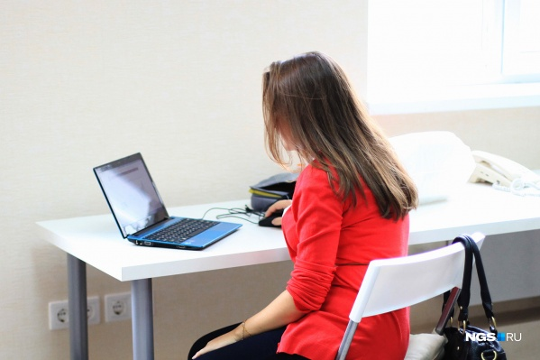 """Больше половины женщин старше <nobr class=""""_"""">40 лет</nobr> реже меняют место работы"""