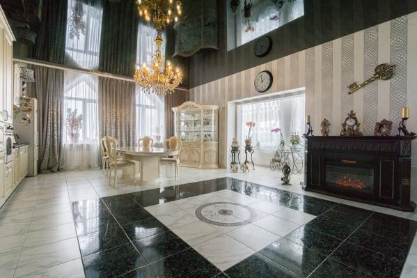 """В квартире на улице Ольги <nobr class=""""_"""">Жилиной, 60</nobr> есть не только большая столовая, но и камин"""