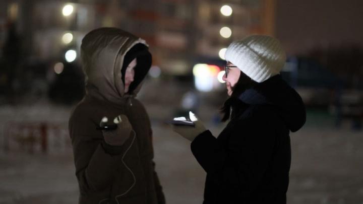 Красноярцы вышли во дворы с фонариками в поддержку Алексея Навального