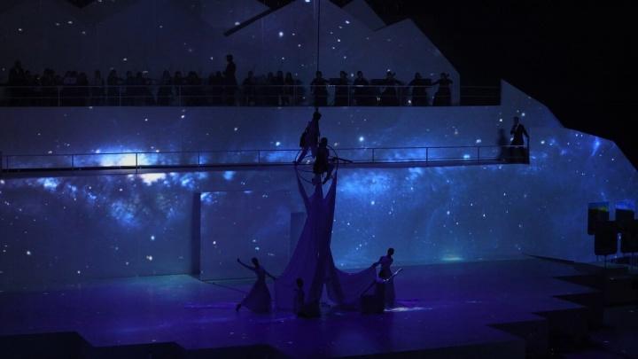 В конфетти, дыму и космосе: как прошло открытие Дворца спорта в Самаре
