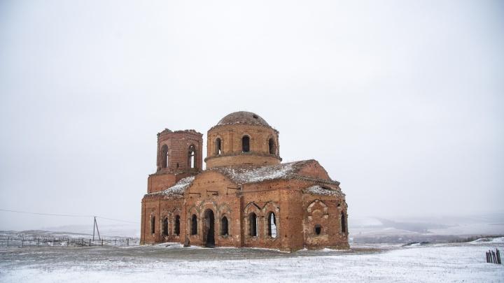 Алтари у разрушенных стен. Как выглядят древние храмы под Ростовом