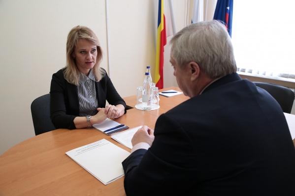 Следователи подозревают, что Мирющенко получила взятку от компании, которая выиграла конкурс на выполнение работ для муниципалитета