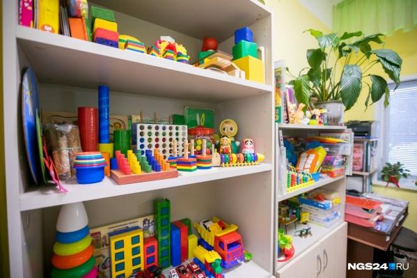 Родители ежемесячно сдают деньги на группу, чтобы дети играли новыми игрушками и содержались в более комфортных условиях