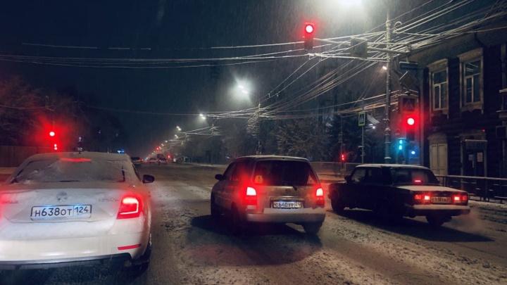 Снежноярск: за ночь город засыпало пушистым снегом