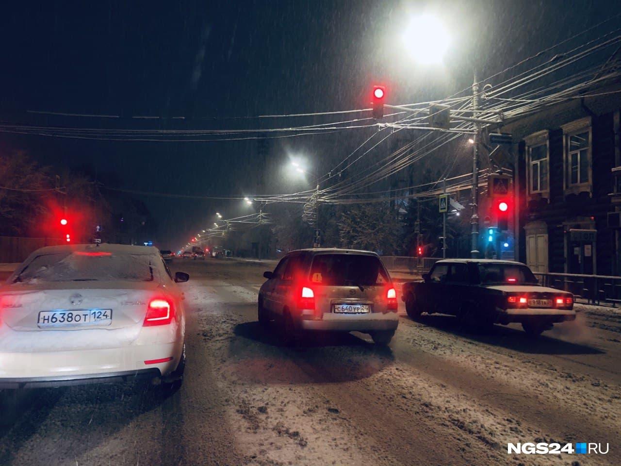 В центре улицы кажутся немного чище — снег раскатали