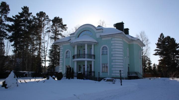 Владелец трагически известного конного клуба «Аллюр» выставил на продажу свой дом — смотрим на особняк за 88 млн