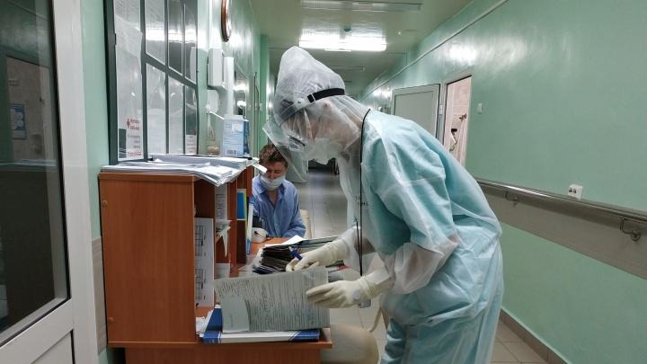Главврач свердловской больницы, который обманом урезал зарплату сотрудникам, согласился доплатить
