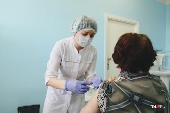 Снижение заболеваемости связывают с вакцинацией, которая сейчас активно идет в Челябинске