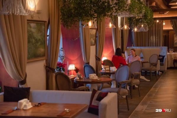 В Архангельской области рестораны и кафе по-прежнему могут работать до часу ночи