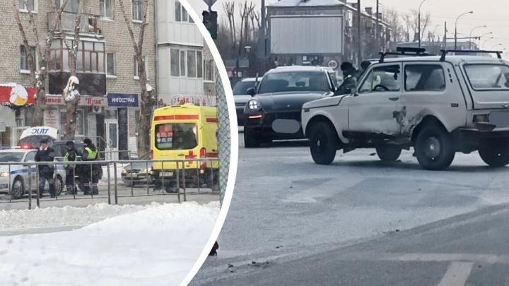Отец на Porsche столкнулся с «Нивой», а дочь ударила ее самокатом. Подробности ДТП на Червишевском тракте