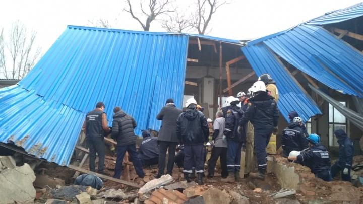 Под завалами в Сальске нашли тела двух погибших