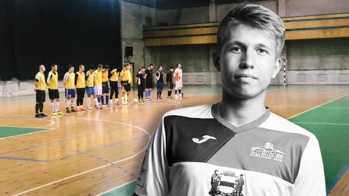 «Все мои дети»: друзья убитого омского футболиста помогают его матери с тяжелобольным отцом