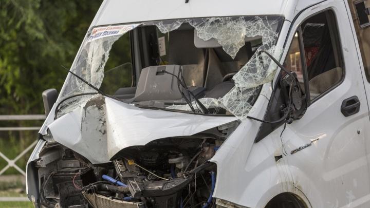 В Волгограде медики рассказали о состоянии пострадавших в ДТП с раздавленной грузовиком маршруткой