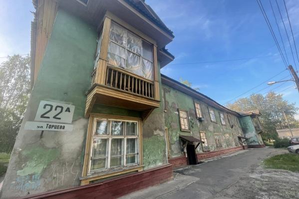 В доме на улице Торцева полностью заселены все квартиры, несмотря на его состояние
