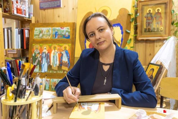Елена — иконописец с 20-летним стажем