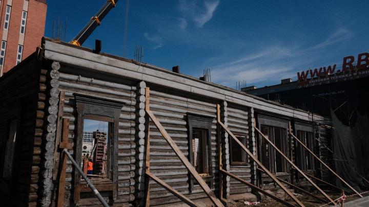 «Такая реставрация меня убивает»: разбираемся, что происходит с историческими домами в центре Челябинска
