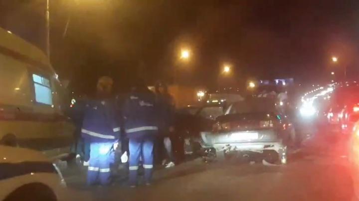 В Советском районе Волгограда столкнулись два автомобиля. Трое ранены