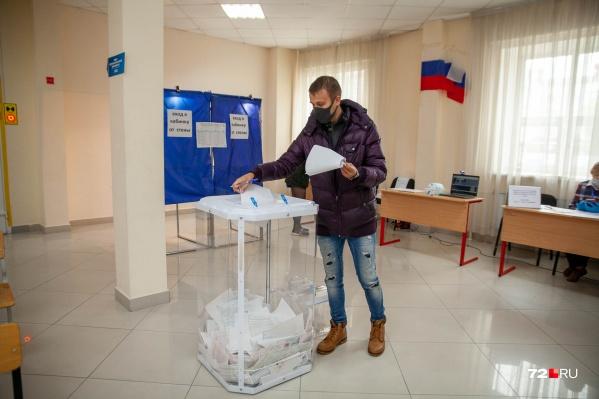 Избирательные участки закрылись в 20:00 по местному времени