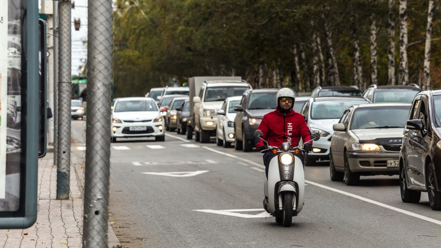 «Если у тебя нет машины, ты человек второго сорта». Госслужащий раскритиковал колонку журналиста НГС
