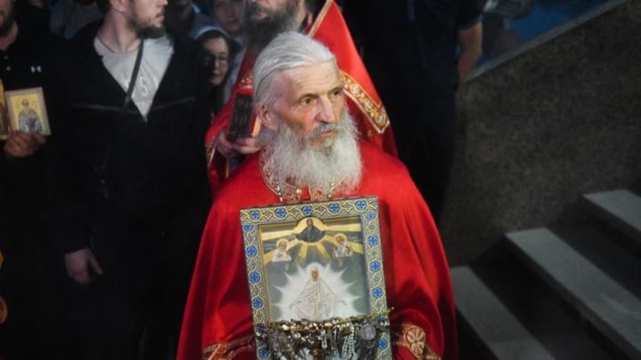 «Заставляли отречься от отца Сергия»: воспитанники Среднеуральского монастыря рассказали, как епархия лишила их учебы