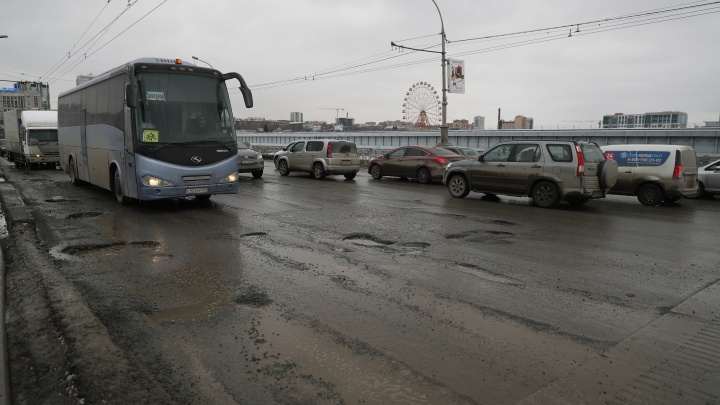 Бедный Октябрьский мост: показываем в одной картинке, сколько метров отремонтировали с начала года