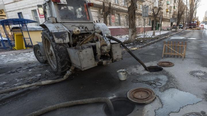 В Волгограде из-за промывки канализации затопило продовольственный магазин