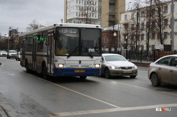 """Автобус <nobr class=""""_"""">№ 27</nobr> возит жителей ЖБИ в центр Екатеринбурга"""