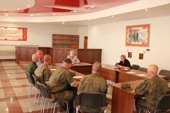 Накануне с пострадавшими солдатами из Перми встретилась уполномоченный по правам человека в Челябинской области Юлия Сударенко