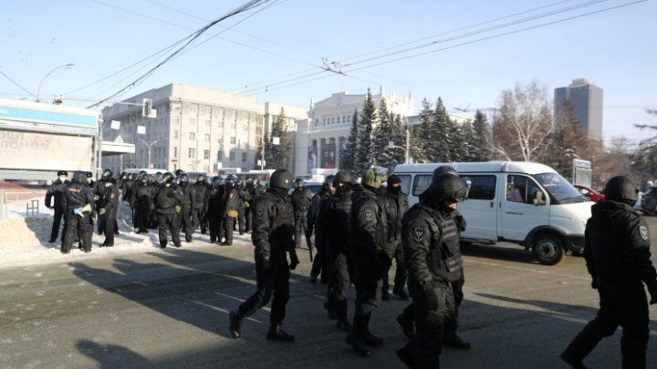 Заплатили ли полицейским за работу на митингах? Отвечает глава МВД НСО