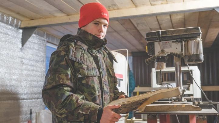 «В 10 лет попросил на день рождения токарный станок»: как школьник из Перми открыл свою мастерскую