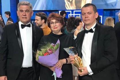 Наталья Косовцова и два детских нейрохирурга, которые приезжали проводить операцию из Тюмени