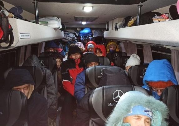 На Южном Урале дороги все еще закрыты. Туристов из Екатеринбурга оставили жить в селе Степном