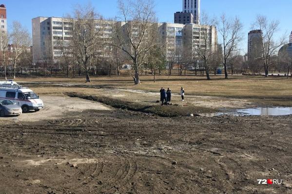 Тело женщины обнаружили в Заречном парке