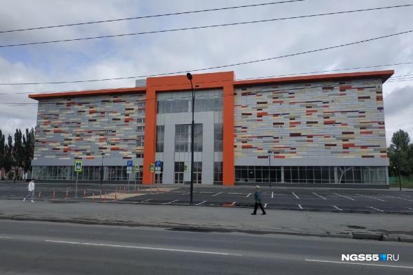 Здание строящегося торгового комплекса вызывало немало вопросов у омичей