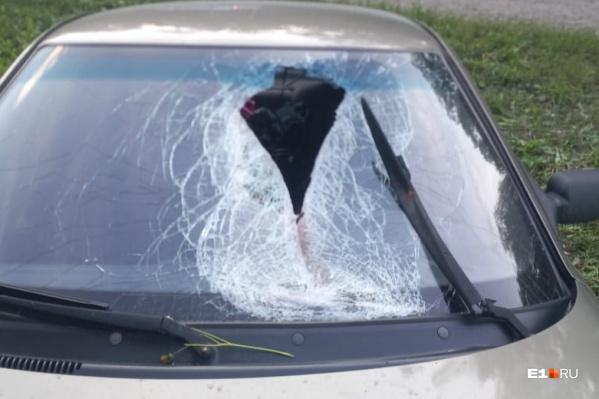 На трассе в Свердловской области погиб молодой парень