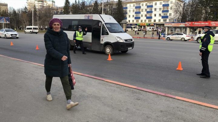 В Уфе общественный транспорт проезжает мимо остановки «Горсовет»