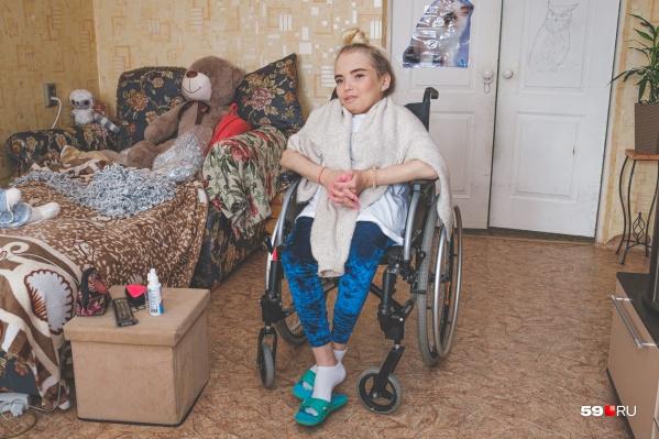 Юлия Опутина уже пятый год пользуется коляской