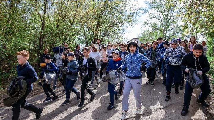 Пробежались за мусором: на Орлиной косе прошёл чемпионат по плоггингу среди школьников — фоторепортаж