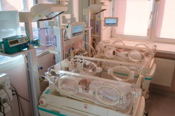 Первые месяцы жизни малыш провел в больнице, борясь за жизнь вместе с врачами