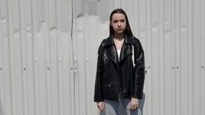 От суицидных мыслей до глянцевой обложки: история челябинской девушки, которая вырвалась из ада домашнего насилия