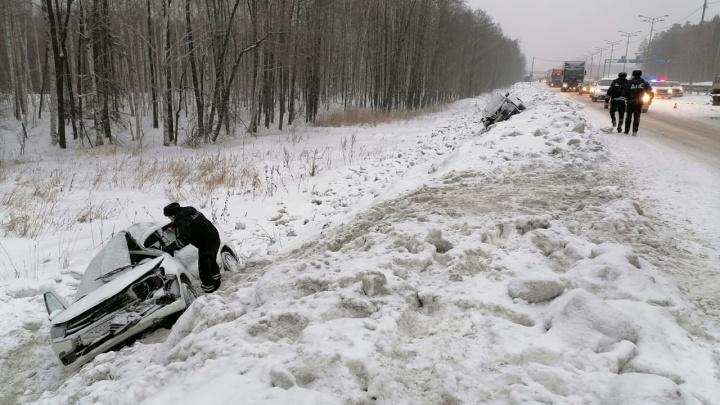 Двое взрослых и два ребенка в больнице: подробности аварии на Ново-Московском тракте