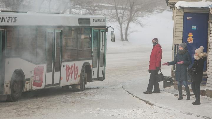 «Люди болеют»: перевозчики объяснили невыход части автобусов на маршруты