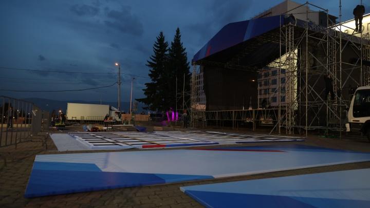 Стало известно, что за концерт пройдет сегодня на Театральной площади. ЕР не имеет отношения к нему