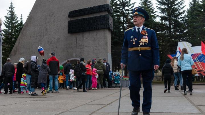 Строевой шаг, море цветов и верблюд: как Архангельск праздновал День Победы