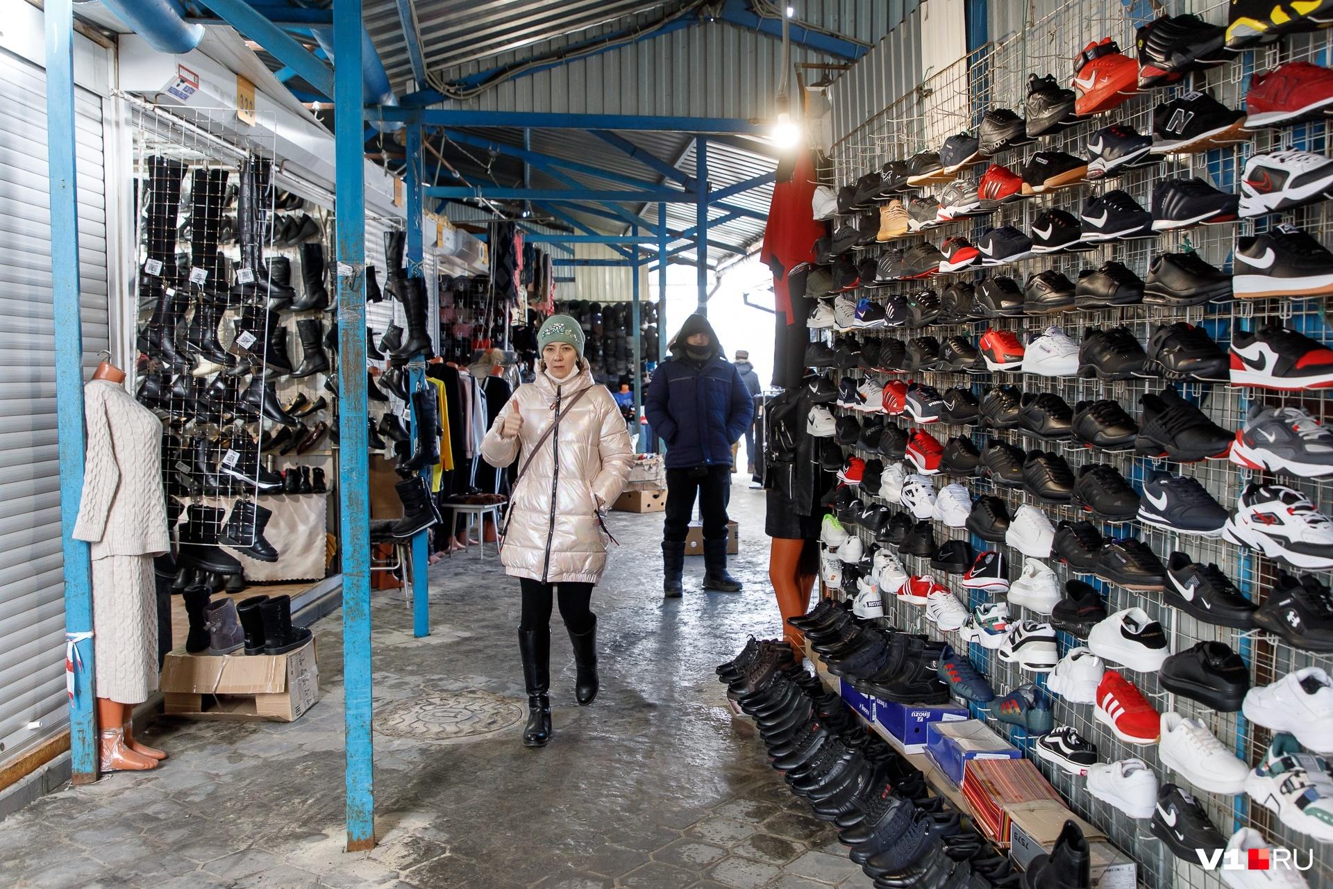Торговцы верят, что волгоградцы еще придут на рынок за их товаром