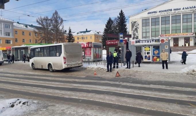 Женщина, которую переехал автобус у ДК имени Малунцева, скончалась в больнице